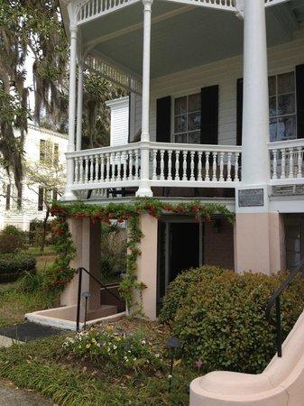 Cuthbert House Inn : Outside entrance