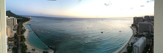 Hyatt Regency Waikiki Resort & Spa: Evening View from Room