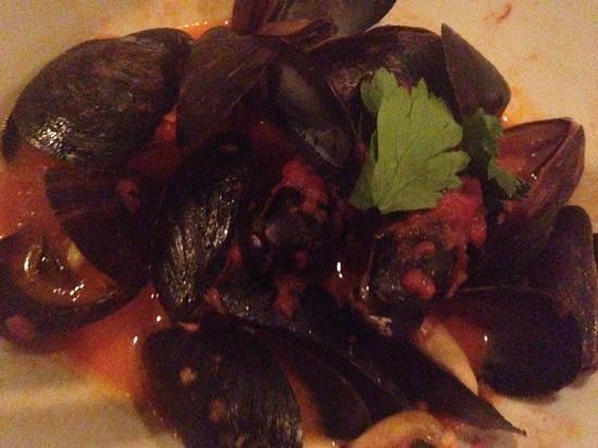 Hank's Oyster Bar: mussels