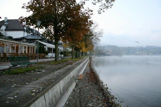 Hotel Promenade: Lake embankment