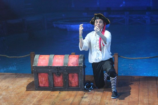 Hippodrome Circus: Capt Johnny with the key to his treasure chest