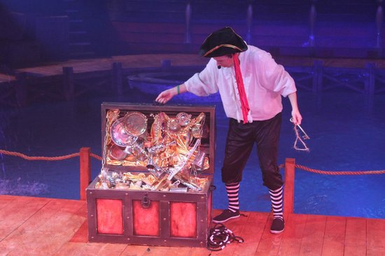 Hippodrome Circus: Capt Johnny with his treasure