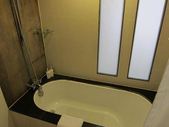 De Naga Hotel: Bathroom