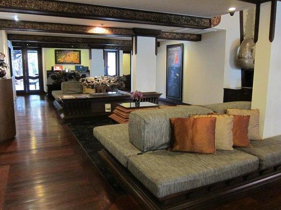 De Naga Hotel: Front of Hotel
