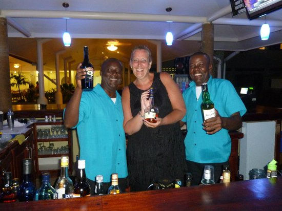 Crown Point Beach Hotel : Denis and Cameron...great barmen! Can recommend the Mango daiquiri :-)