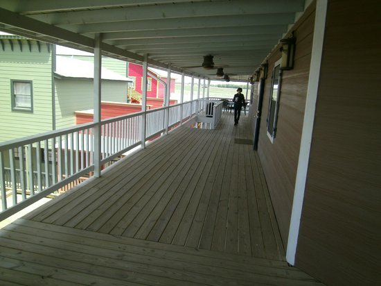 Beaumont Ranch: Upper deck outside rooms.