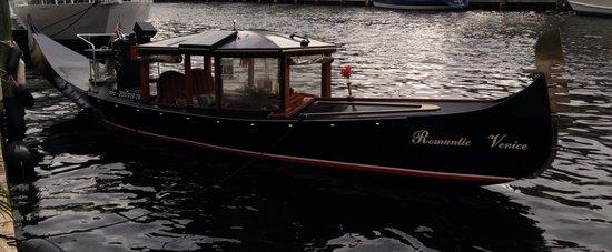 小型游览船