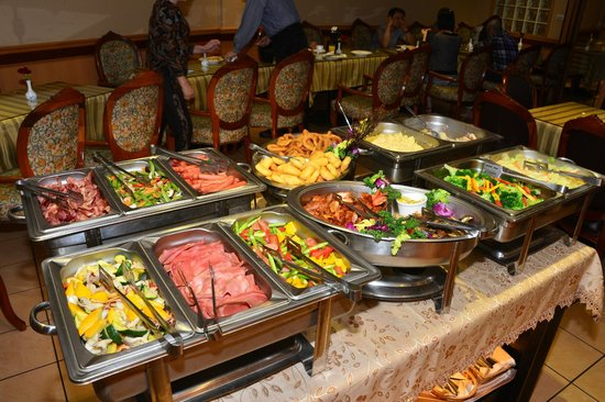 Beauty Hotels Taipei - Starbeauty Resort : the ample breakfast buffet, with rotating items...