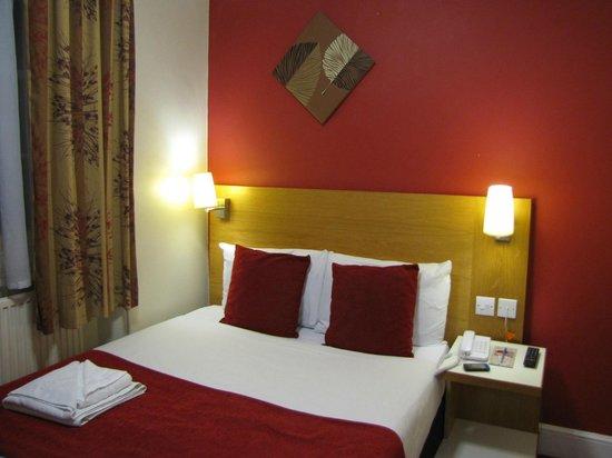 Comfort Inn London - Westminster: La habitación me resultó pequeña, pero la cama era comodísima