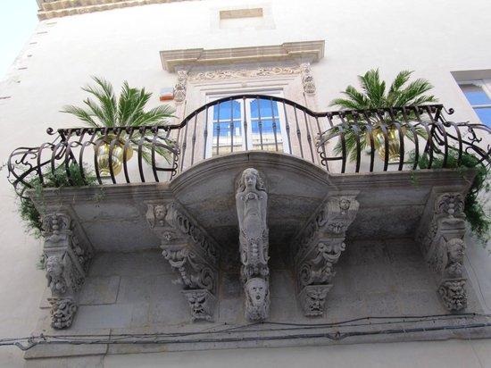 "Ortigia: Arquitecturas (balcones) de la ""isla"""