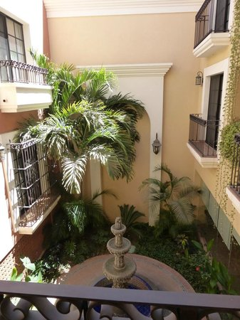 Hotel Colli : Courtyard