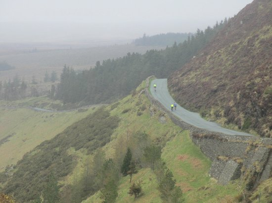Gray Line Dublin: Road over the Guinness Lake (Lough Tay)