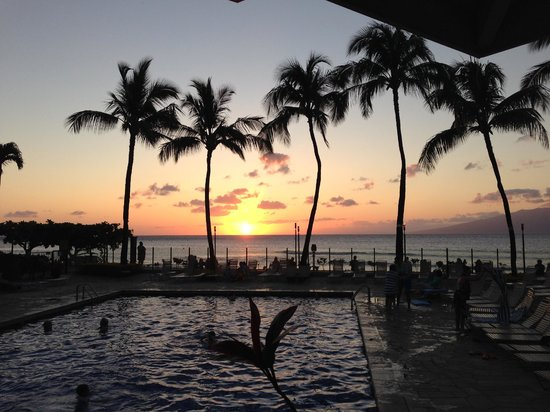 Aston Kaanapali Shores: A sunset view form the restaurant