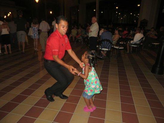 Hotel Riu Vallarta : Entertainment staff