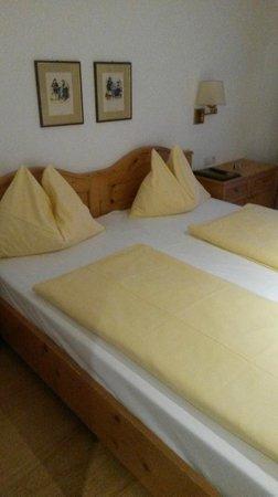 Hotel Weisses Kreuz : Enkla rum men allt som behövs