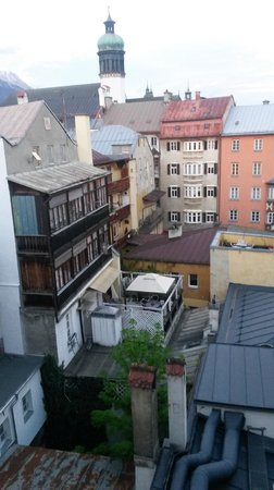 Hotel Weißes Kreuz: Utsikt från mitt rum på femte våningen