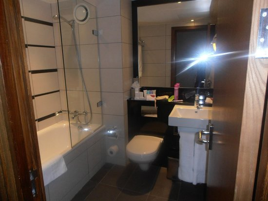 Crowne Plaza London Kensington: Bathroom
