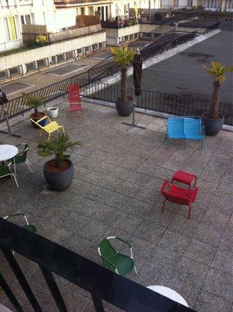 Ibis Styles le Havre Centre : Vue de la chambre sur la terrasse