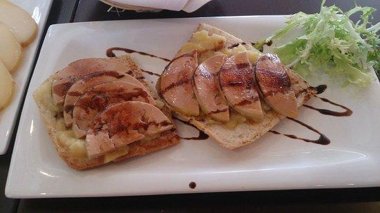 Hotel Eurostars Isla de La Toja: Comida: tostas de foie de micuit con manzana caramelizada