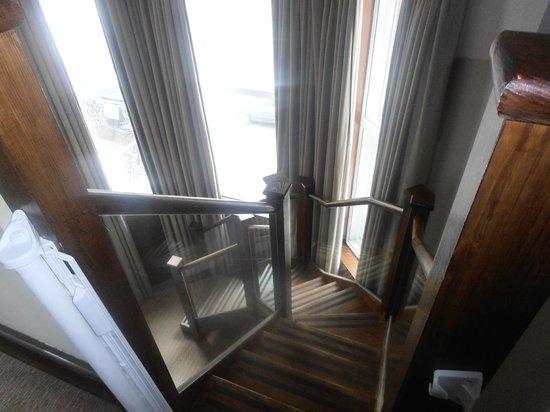 Crowne Plaza London Kensington: Stairs going down