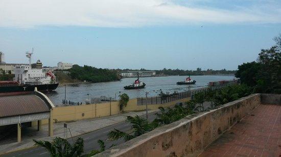 Hodelpa Nicolas de Ovando: Rio Ozama visto do apartamento