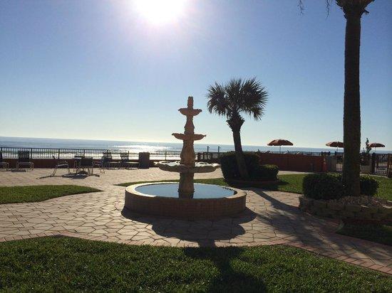 La Quinta Inn & Suites Oceanfront Daytona Beach: Location