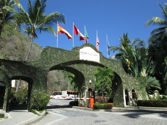 Barcelo Puerto Vallarta: Front of Barcelo security area  and check out the orange and white buses 8 pesos one way