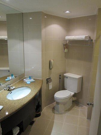 Hotel Novotel Kuala Lumpur City Centre: Bathroom