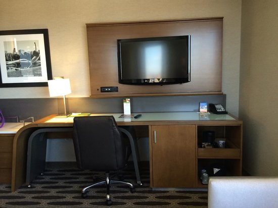 Courtyard by Marriott Minneapolis Downtown: Workdesk