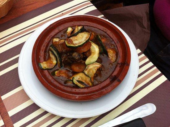 La Table des Delices: Tajine bœuf abricot pruneaux.