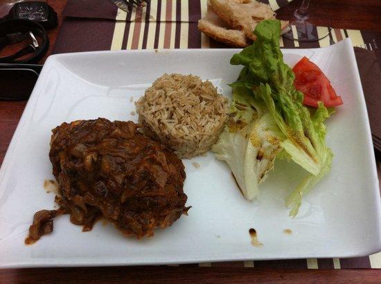 La Table des Delices: Poulet yassa, c était délicieux , le riz un vrai délice , je vous conseil ce plat sans hésiter.
