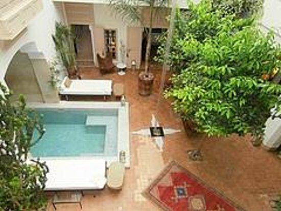 Riad Al Massarah: Interior courtyard from first floor terrace