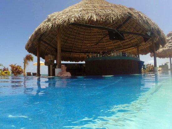 Belize Ocean Club Swim Up Bar