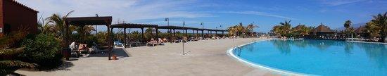 La Palma Princess & Teneguia Princess: lots of sun beds available,great shaded areas
