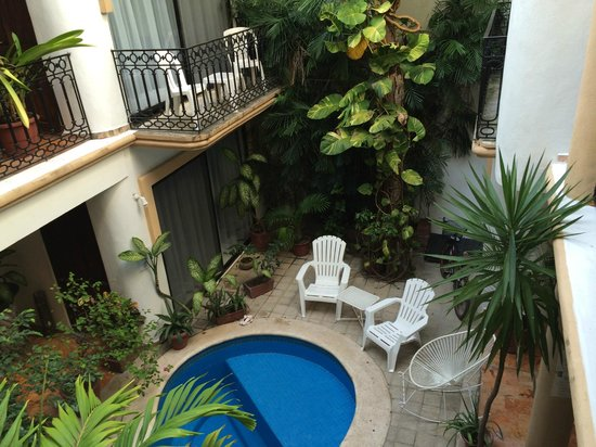 Hotel Banana: Small pool