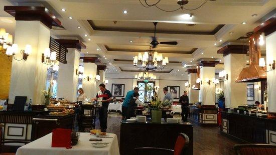Sofitel Legend Metropole Hanoi: Salle petit déjeuner