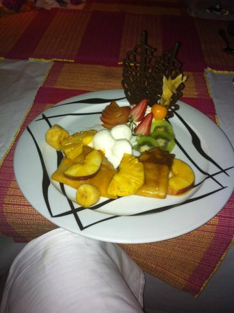 Kuredu Island Resort & Spa: Dessert on the beach