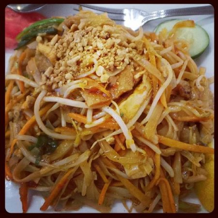 Loving Hut: Best Pad Thai, EVER!