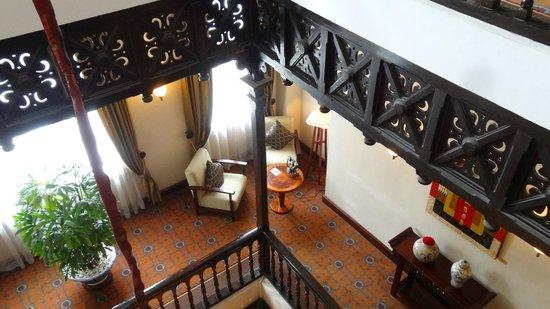 Sofitel Legend Metropole Hanoi: Magnifique escalier