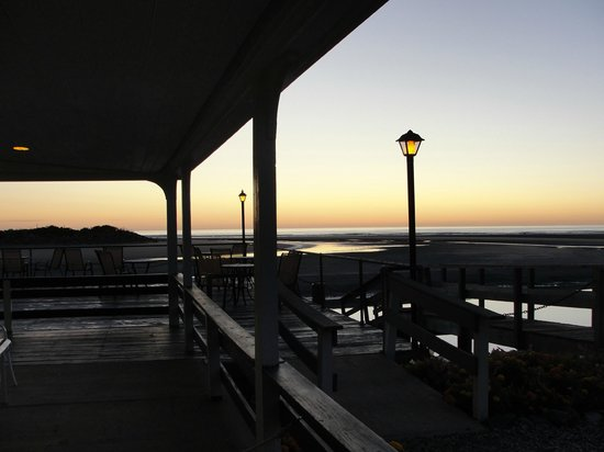 Sea Chambers Motel : Early morning out on the deck