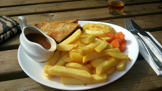 The Royal Oak Hotel: Steak and Ale pie..crammed full of beef