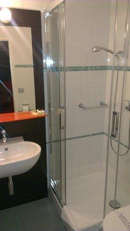 Design Hotel F6: Bathroom