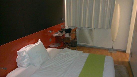 Design Hotel F6: Room 207 - pokey!