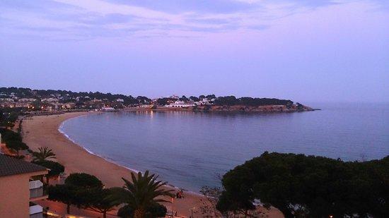 S'Agaro, Spain: La playa al atarceder