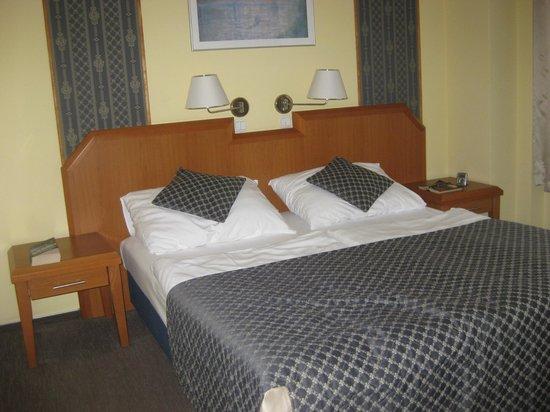 Astoria Hotel : Excellent standard room much bigger than photo implies