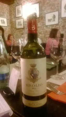 Вино в Trattoria da Garibardi.