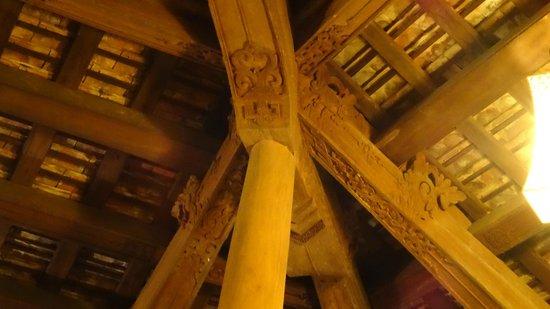 Pilgrimage Village: Magnifique plafond du restaurant