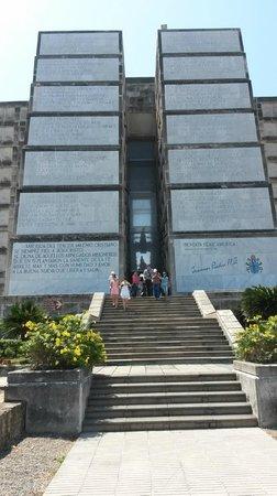 Columbus Lighthouse: Escadarias da saída do Farol