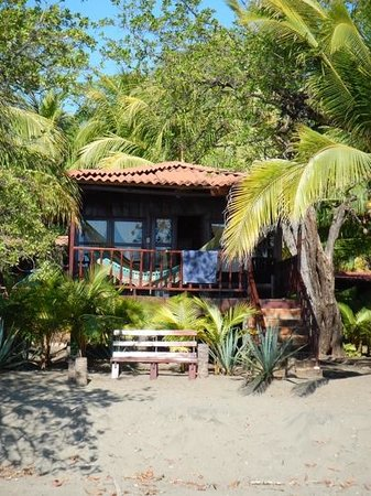 Redwood Beach Resort: cabana on the beach