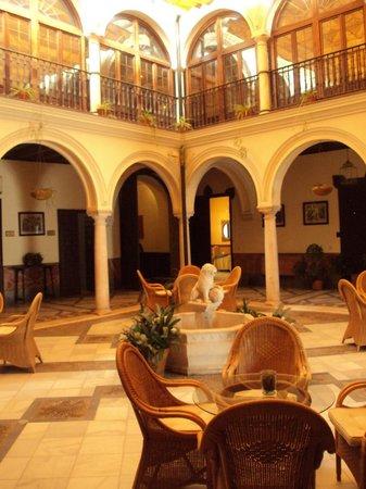 Hotel Palacio Marques de la Gomera: Patio interior del hotel.